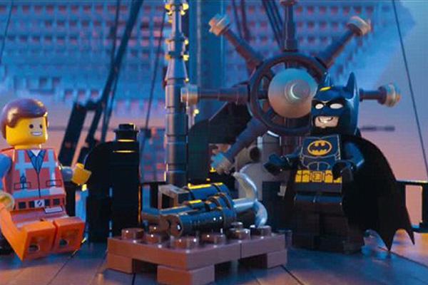 Emmet y Batman celebran su triunfo.  Foto: Warner Bros.