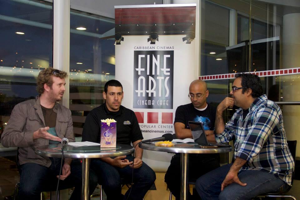De izquierda a derecha: José G. Landrón (TodoLoCool), Gabriel Maldonado (MediaDrunks), Samuel Pérez García y Arman Luis, en Fine Arts Popular Center.  Foto: Criticólogos.