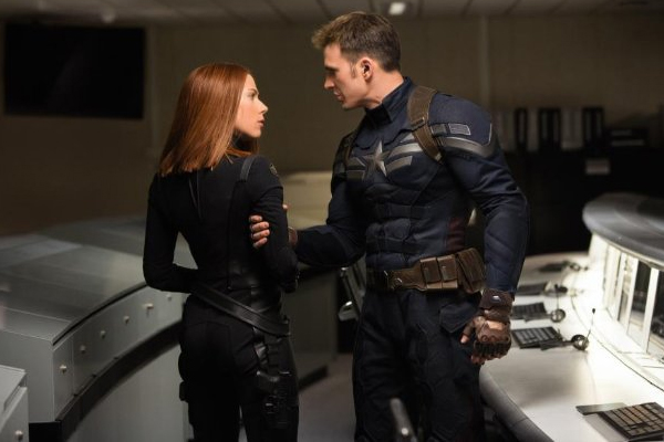 "Scarlett Johansson y Chris Evans unen fuerzas en ""Captain America: The Winter Soldier"".  Foto: Marvel Studios."