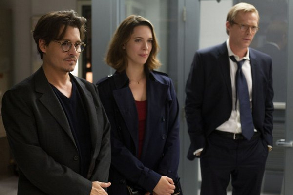 "Johnny Depp, Rebecca Hall y Paul Bettany protagonizan ""Transcendence"".  Foto: Peter Mountain/Alcon Entertainment."