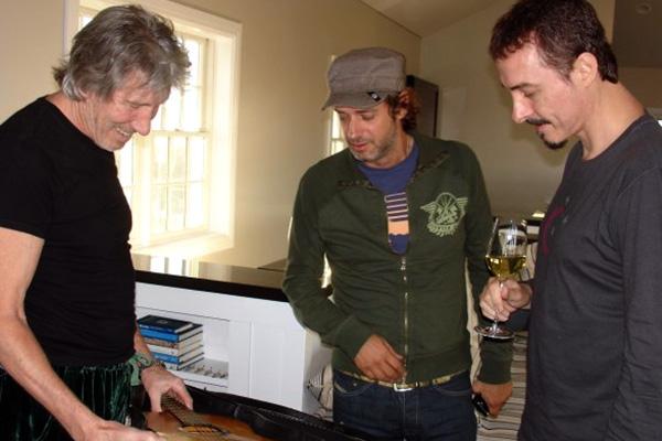 De izquierda a derecha: Roger Waters, Gustavo Cerati y Pedro Aznar.