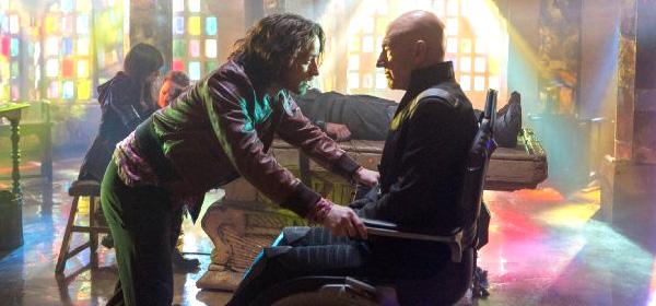 Un joven Charles Xavier se encuentra con su yo tardío.  Foto: Marvel/Twentieth Century Fox Film Corp.