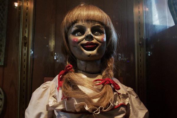 Yo sé que la belleza es subjetiva, pero... ¿en serio alguien en su sano juicio puede decir que esta muñeca 'creepy' es hermosa???  Foto:  New Line Cinema.