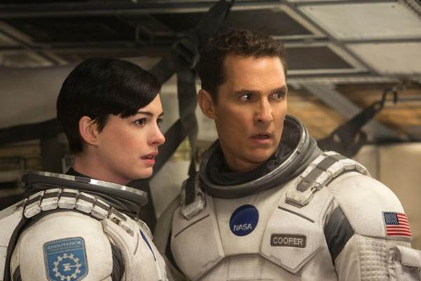 """Anne Hathaway y Matthew McConaughey en """"Interstellar"""".  Foto: Melinda Sue Gordon/Warner Bros. Entertainment y Paramount Pictures Corporation."""