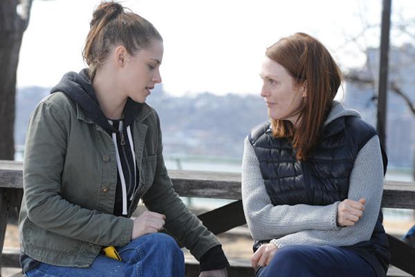 """Kristen Stewart y Julianne Moore en un emotiva escena en """"Still Alice"""".  Foto: Sony Pictures Classics."""