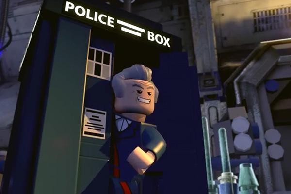 El 12th Doctor, asomado en su TARDIS.