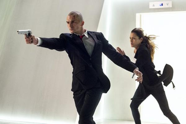"Rupert Friend y Hannah Ware en ""Hitman: Agent 47"".  Foto: Reiner Bajo/Twentieth Century Fox Film."