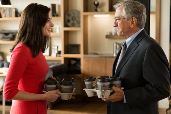 "Anne Hathaway y Robert De Niro protagonizan ""The Intern""."