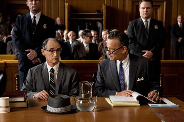 """Mark Rylance y Tom Hanks en """"Bridge of Spies"""".  Foto: Jaap Buitendijk / DreamWorks II Distribution, Twentieth Century Fox Film Corporation."""