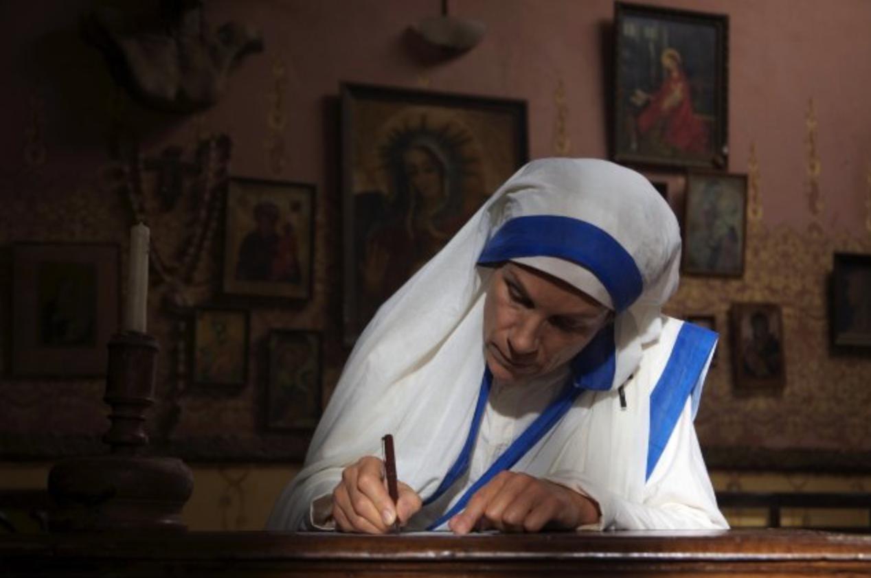 """Juliet Stevenson personifica a Madre Teresa en """"The Letters""""."""
