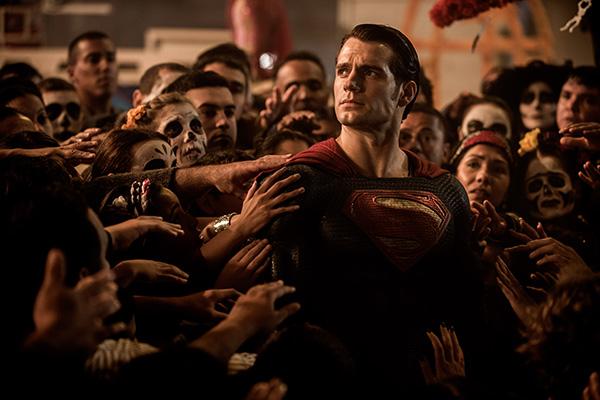 Henry Cavill vuelve a interpretar a Superman.
