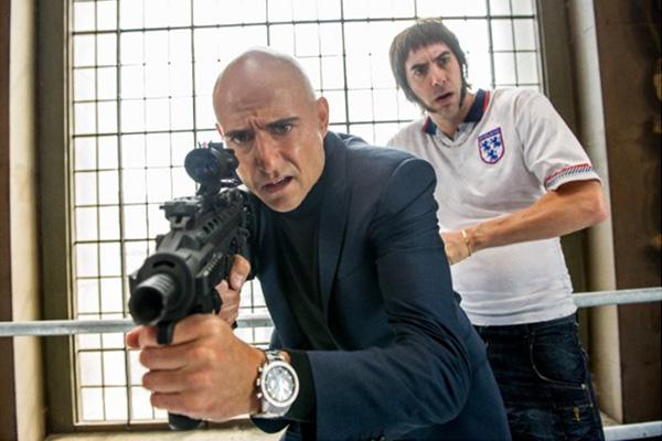 "Mark Strong y Sacha Baron Cohen son dos hermanos muy diferentes en ""The Brothers Grimsby""."