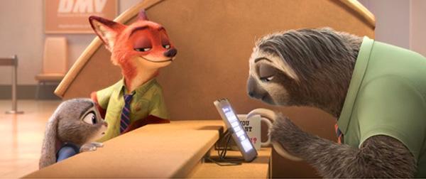 Judy Hopps y Nick Wilde van al Departamento de Vehículos de Motor de Zootopia.  Es... toooodaaaaa  uuuuuunnnnnaaaaa exxxxx-peeeee-riiiiiiiennnn-ciaaaaaa.... Foto: Disney.