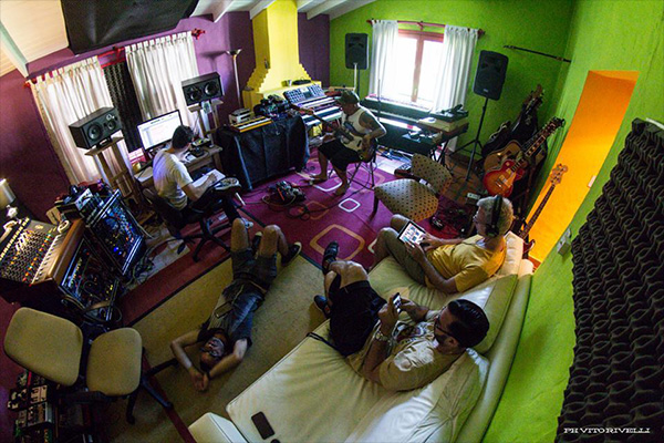 Los Cadillacs en el estudio. Foto: Vito Rivelli.