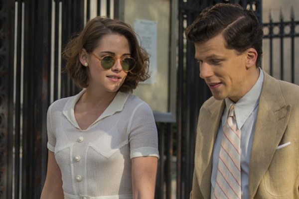 "Kristen Stewart y Jesse Eisenberg en ""Café Society"".  Foto: Sabrina Lantos/Gravier Productions."