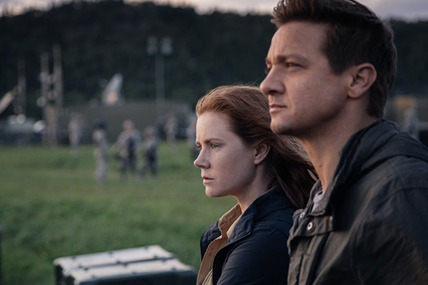 "Amy Adams y Jeremy Renner en ""Arrival"".  Foto: Jan Thijs/Paramount Pictures."
