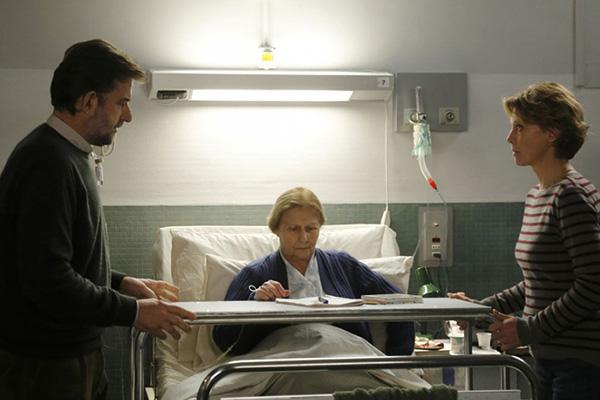 """De izquierda a derecha, Nanni Moretti, Giulia Lazzarini y Margherita Buy en """"Mia Madre""""."""